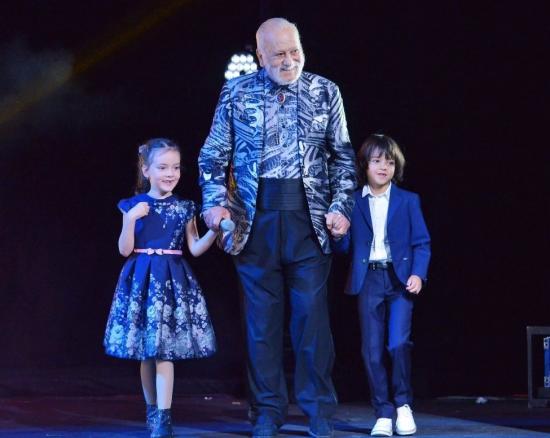 Алла-Виктория, Бедрос и Мартин Киркоровы