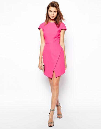 Розовое платье ассиметричного кроя