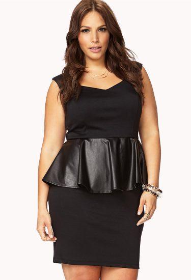 Чёрное платье с воланом на талии