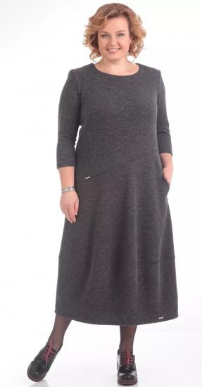 Серое трикотажное платье свободного кроя