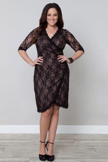 Девушка в чёрном кружевном платье