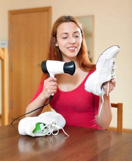 Сушить кроссовки феном