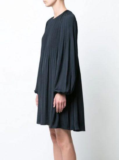 Серое платье с плиссе