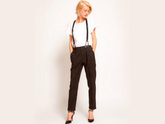Девушка в брюках
