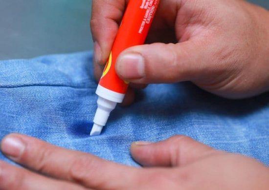 Выведение чернильного пятна специальным карандашом