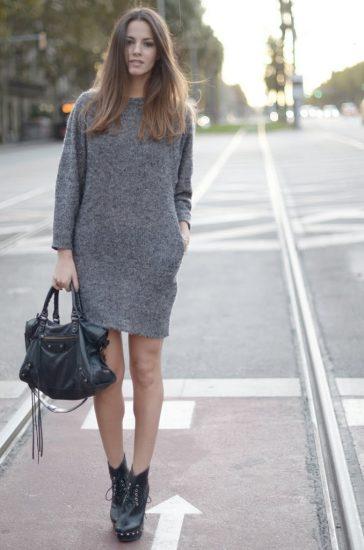 Короткое серое трикотажное платье