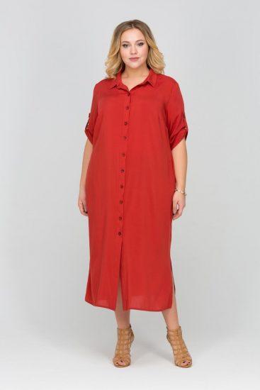 Полная девушка в платье-рубашке