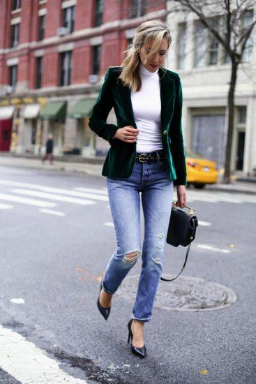 Девушка в джинсах и жакете