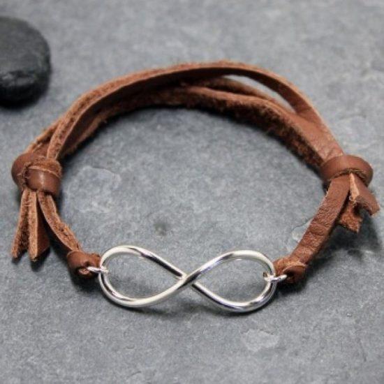 Кожаный браслет с металлическими элементами