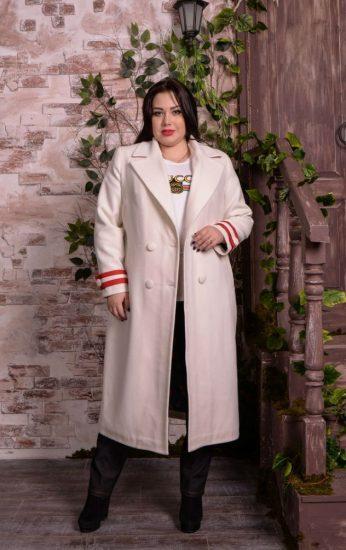 Фото полной девушки в пальто