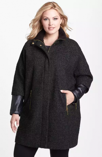 Полная девушка в стильном пальто