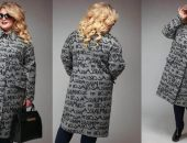 Стильная полная девушка в пальто