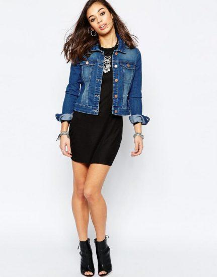 Джинсовая куртка с коротким платьем