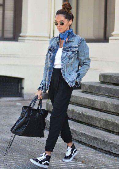 Джинсовая куртка со свободными брюками