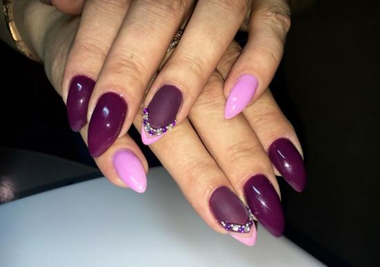 Тёмно-фиолетовый маникюр
