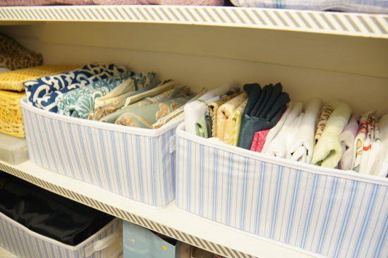 Хранение одежды в тканевых органайзерах
