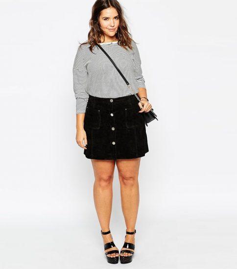 Джинсовая чёрная юбка на полной девушке