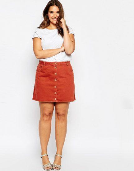 Джинсовая мини-юбка на полной девушке