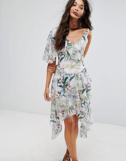 Платье с клиньевой юбкой