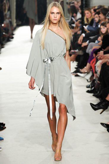Платье с косым подолом