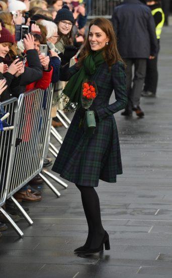 Кейт Миддлтон в клетчатом пальто