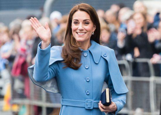 Кейт Миддлтон в голубом пальто