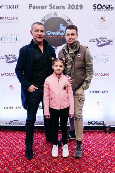 Максим Дрозд с детьми