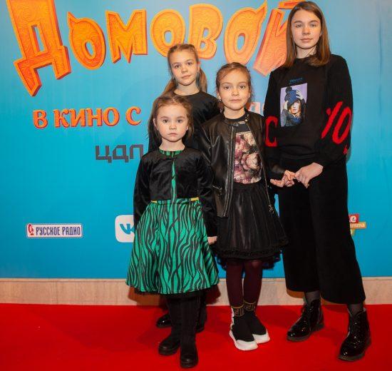 Алла-Виктория Киркорова вместе с друзьями