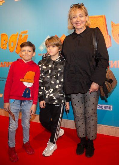 Арина Шарапова с внуками