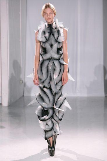 Необычное и странное платье