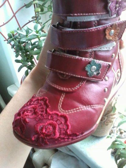 Тканевые вставки на детской обуви