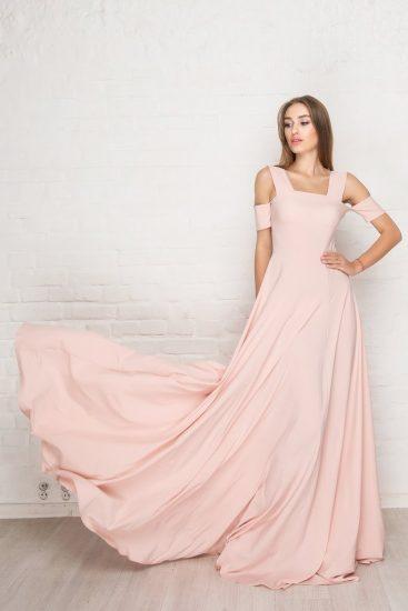 Струящееся платье в пол на выпускной