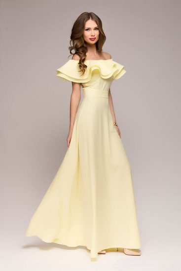 Жёлтое платье с открытыми плечами