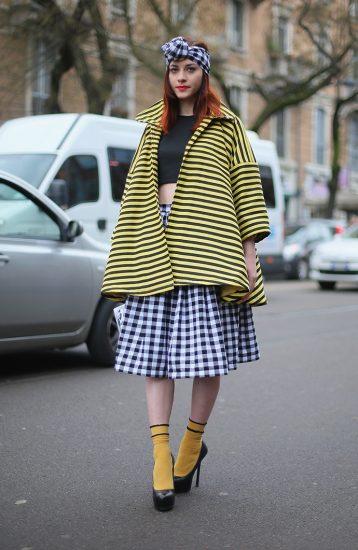 Модный образ с жёлтыми носками