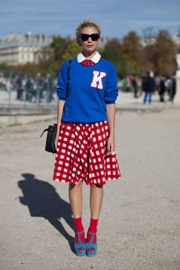 Модный образ с красными носками