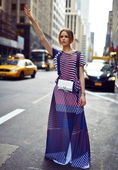 Образ с поясной сумкой и длинным платьем