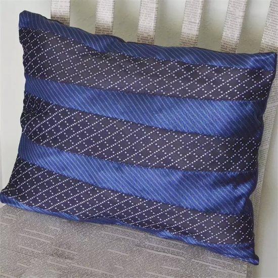 Декоративная подушка из галстуков