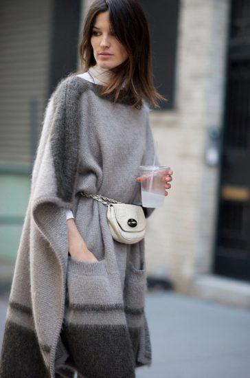 Образ с поясной сумкой и удлинённым свитером