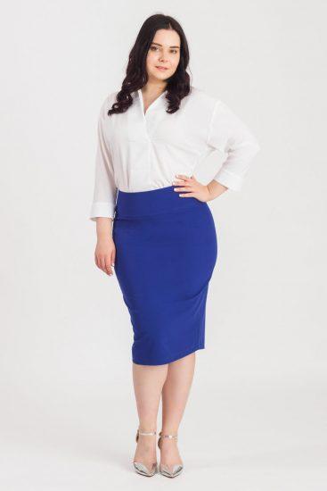 Синяя юбка-карандаш на полной девушке