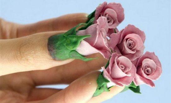 Странный и необычный маникюр в виде роз