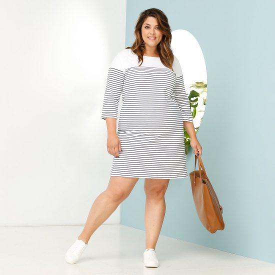Короткое платье в полоску для полных девушек