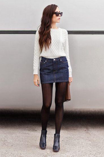Девушка в джинсовой мини-юбке
