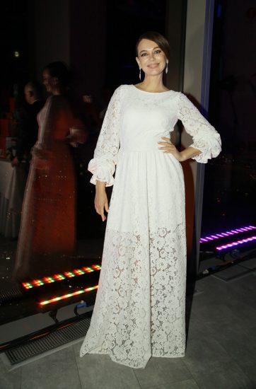 Ирина Безрукова в белом платье