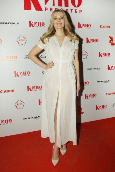 Мария Кожевникова в белом платье