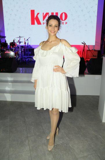Глафира Тарханова в белом платье