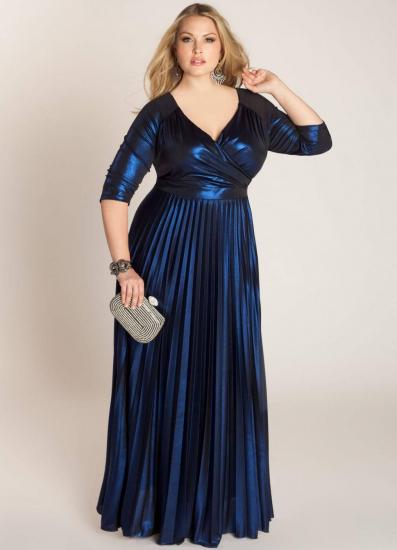 Полная девушка в длинном платье
