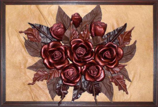 Картина с цветами из лоскутов кожи