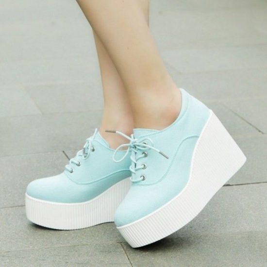 Лёгкие ботинки на платформе