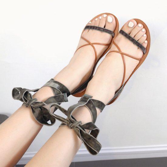Сандалии с завязками