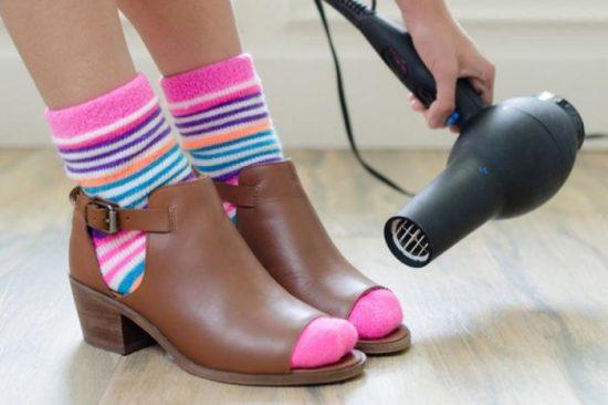 Прогревание обуви феном